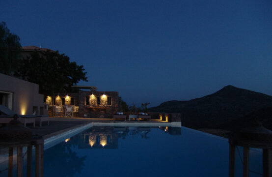 Aigina Adasi'nda ,deniz manzarali,yuzme havuzlu Luks Villa180m2