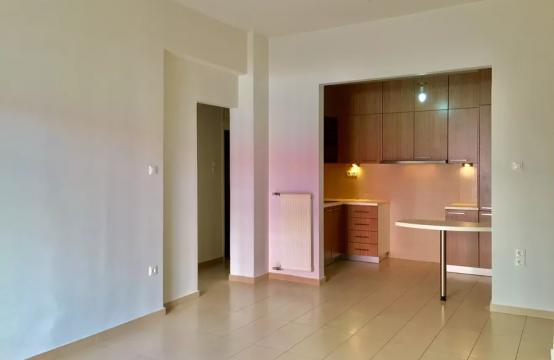 Pagrati'de Yenilenmis Modern Studyo Daire ,54 m2